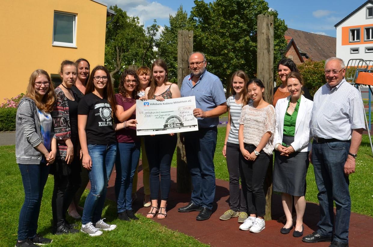 2016 07 14_Pressebild_EGON spendet an Kinder- und Jugendhilfe Arenberg